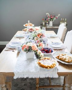 We are sharing some beautiful Spring tablescape ideas that will be perfect for your Easter celebration. It's the perfect time to gather around the table! Table Centerpieces For Home, Easter Service, Elegant Table Settings, Easy Entertaining, Easter Celebration, Spring Home Decor, Easter Holidays, Easter Brunch, Easter Table