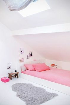 120 ideas for Teen's bedroom In this article we will give you 123 ideas for the teenage room . How to create an interior at once original, impressive but above all functional? Attic Bedrooms, Girls Bedroom, Bedroom Ideas, Loft Room, Teenage Room, Paint Colors For Living Room, Kids Room Design, Girl Room, Room Decor