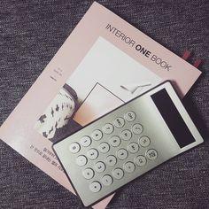 #오늘의책 새로운 인테리어책에 대한 집착 언제 진짜 내집에 투자해보나요😧 #곧💪 #힘내자 @kimmilim__ #인테리어원북 #INTERIORONEBOOK #LEXON #calculator #렉슨 #계산기 #철거부터스타일링까지 #셀프리모델링 #하우스그램 #인테리어 #집착 #칼슘두유 #감사합니다