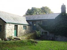 Crammed full with interesting features, Little Bosvarren holiday let in Constantine, Falmouth, Cornwall, is a haven amidst unspoilt countryside
