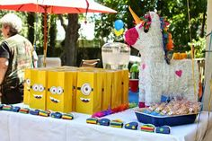 The Crafty Crazy: Minion Party Bags (A step-by-step with template)