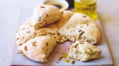 Try this Aussie Olive Damper Bread recipe by Chef Lorraine Pascale. This recipe is from the show Lorraine's Fast Fresh Cute Wedding Dress, Wedding Day, Wedding Things, Dream Wedding, Wedding Dresses, Pain Aux Olives, Pan Rapido, Bacon Breakfast, Breakfast Time
