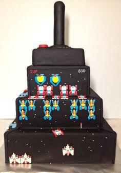 Retro arcade cake: Galaga