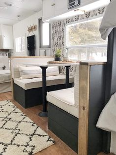 Tour this budget-friendly farmhouse camper! Tour this budget-friendly farmhouse camper! Camper Life, Rv Campers, Rv Life, Remodel Caravane, Kombi Home, Caravan Renovation, Camper Makeover, Remodeled Campers, Rv Living