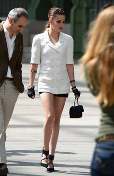 Kristen Stewart Channels Karl Lagerfeld At The Chanel Couture Show and this is the first time I loved her look.