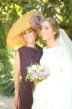 vestido de Lanvin y tocado de Laura Olea Chic Wedding, Wedding Bride, Wedding Styles, Wedding Gowns, Modest Wedding, European Wedding, Millinery Hats, Fancy Hats, Bohemian Bride