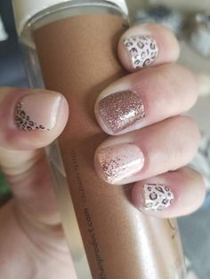 This is quite the cute look in Trendspotter with Sahara Jewel on the middle finger and Coming Up Rose Gold on the ring finger. Another great use of Accent nails. Have you got your accent nails yet? Get Nails, Fancy Nails, How To Do Nails, Pretty Nails, Hair And Nails, Nail Color Combos, Nail Colors, Accent Nails, Make Up Geek