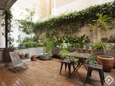 Appartement splendide avec terrasse situé au cœur de Ciutat Vella à Barcelone. À deux pas des Ramblas et de Plaza Reial.