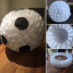 Sinterklaas surprise. Dit is een voetbal maar je kan er natuurlijk ook een hockeybal van maken. Met 204 plastic bekertjes van de action en een boel nietjes is dit met 1 uurtje klaar. Kadootjes kan je in de bal of in de bekertjes kwijt! Artists For Kids, Diy Gifts, Flamingo, Crafts For Kids, December, Inspiration, Blog, Google, Image