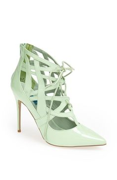 Pretty pumps in #mint http://rstyle.me/n/iarymnyg6