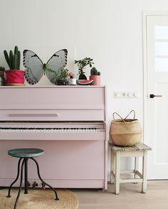 ingebruins - our pink piano Formal Living Rooms, Living Spaces, Piano Room Decor, Pink Piano, Painted Pianos, Nautical Bathroom Decor, Shabby, Home Renovation, Interior Decorating
