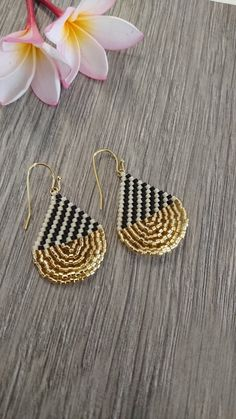 Handmade Delicabeads Earrings, Miyuki Beads Earrings, Black and Gold, Gorgeous Earrings Miyuki delcabeads are high quality glass beads made in. Seed Bead Jewelry, Bead Jewellery, Seed Bead Earrings, Diy Earrings, Beaded Jewelry, Rainbow Quartz, Anniversary Jewelry, Jewelry Patterns, Beaded Earrings Patterns