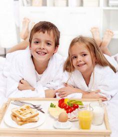 Aiuta il tuo bambino a preparare una colazione speciale: tante golosità per iniziare, con la giusta energia e allegria, questa giornata di festa!  http://quimamme.leiweb.it/famiglia/papa/prima-e-dopo-il-bebe/gallery-2011/festa-papa-3070570211_2.shtml#center