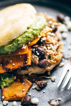 Arepas: fried cornmeal pockets stuffed with everything good - black beans, sweet potatoes, carnitas. Healthy Recipes, Mexican Food Recipes, Dinner Recipes, Cooking Recipes, Ethnic Recipes, Gula, Comida Latina, Carnitas, Wrap Sandwiches