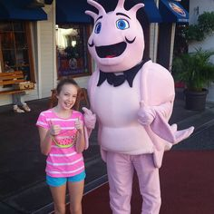 Here's an add meet and greet for you.  The shrimp from Bubba Gump Shrimp Co at Universal Orlando #universalorlando #bubbagumpshrimp #bubbagump #characterlocator #ktp #kennythepirate