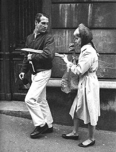Paul Newman and Joanne Woodward Paris 1960 enjoying a baguette- Rue Lepic by Philippe Le Tellier Michael Clayton, Marc Riboud, Robert Frank, Classic Hollywood, Old Hollywood, Paul Newman Joanne Woodward, Musee Carnavalet, Hollywood Couples, Paris Match