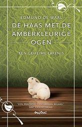 De haas met de amberkleurige ogen http://www.bruna.nl/boeken/de-haas-met-de-amberkleurige-ogen-9789049952259