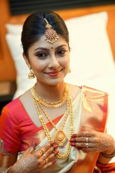 South Indian Bridal Bangles Ideas For 2019 Long Pearl Necklaces, Gold Necklace, Small Necklace, Gold Earrings, Bridal Bangles, Gold Bangles, Bridal Jewellery, Bridal Makeover, South Indian Jewellery