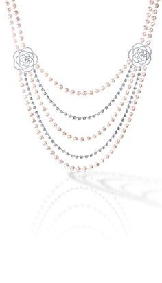 The pearl necklace preston of Case chanel