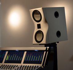 Powered High-End studio monitor [:mono] from surrounTec™ - The Swabian loudspeaker manufactory
