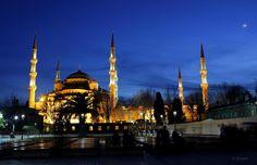 藍色清真寺Sultanahmet camii的夜景。 ©Önder Şimşek