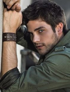 Brant Daugherty (born August 20, 1985), is an American actor.  He is best known for his role as Noel Kahn on the series Pretty Little Liars.