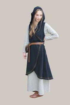 Wickelkleid Dala aus Baumwolle schwarz - Wunderschönes Wickelkleid mit Kapuze aus schwarzer Baumwolle. Das Wickelkleid lässt sich mit verschiedenen Unterkleidern und Accessoires kombinieren und bietet...
