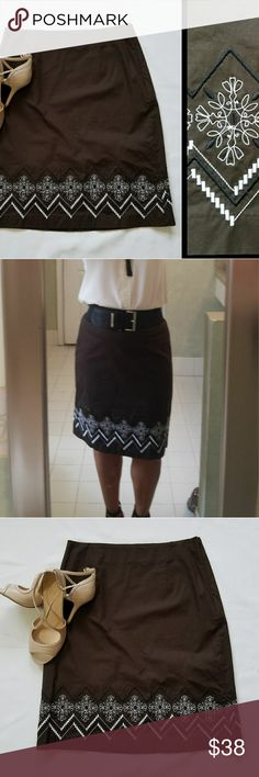 """Ann Taylor Loft Brown Pencil Skirt sz 6 Ann Taylor Loft Pencil Skirt sz 6 in brown with white and black decoration on the edge.  It looks the same on the back.   Disguised  zipper for closure. NWOT. I am 5'3"""" for reference. Shoes available in another listing ☺ Ann Taylor Skirts Mini"""