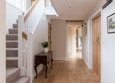Border Oak Farmhouse ~ Hallway design similar to my hallway – carpet stairs Oak Doors, Wooden Doors, Wooden Stairs, Oak Stairs, Painted Stairs, Style At Home, Border Oak, Oak Frame House, Flur Design