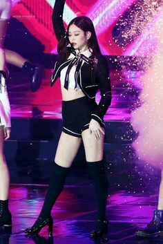BLACKPINK's Jennie is a visual and fashion queen! Here are 10+ times Jennie rocked the cutest bows with her outfit, and slayed! Blackpink Outfits, Kpop Fashion Outfits, Stage Outfits, Blackpink Jennie, Blackpink Fashion, Korean Fashion, Korean Girl, Asian Girl, Mode Kpop