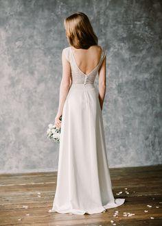 Brautkleid im Boho-Stil mit tiefem Rückenausschnitt. Gefunden bei Etsy.