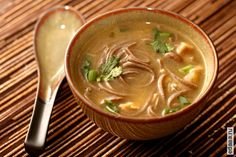 фото Азиатский куриный суп с лапшой