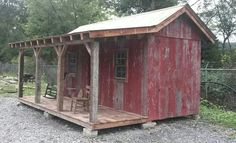 This is from the show Barnwood builders . Believe it or not this is made using a metal storage container and covered with old barn board. Storage/woodshed for Cabin Rustic Shed, Rustic Wooden Box, Metal Storage Sheds, Metal Shed, Barnwood Builders, Wooden Box Centerpiece, Simple Shed, Container Cabin, Potting Sheds