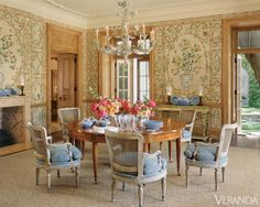 Via Veranda magazine Dining Room Chairs, Dining Area, Dining Rooms, Round Dining, Dining Tables, Veranda Magazine, Floral Room, Elegant Dining, Classic House