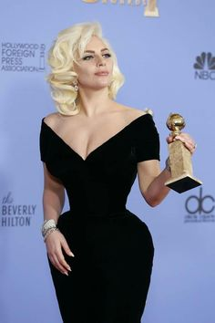 Image shared by vampire grin. Find images and videos about actress, Lady gaga and winner on We Heart It - the app to get lost in what you love. Golden Globes 2016, Fotos Lady Gaga, Lady Gaga Fashion, Lady Gaga Pictures, Justin Timberlake, Style Icons, Blond, Marie, Prom Dresses