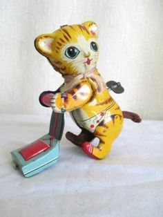 Vintage Linemar Vacuuming Kitty Wind Up Toy Japan