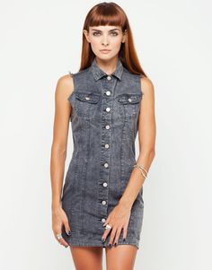 Its all about bringing back the top 90s trends, what better way than with this button through black wash denim dress. Featuring a top to bottom button detail, twin breast pockets, frayed sleeveless styling in a mini length. Wear this Motel dress with bare legs a DMs for a bang on 90s look. FABRIC CONTENT: 95% COTTON 5% ELASTANE, MODEL WEARS: S - MODEL SIZE: 56