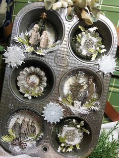 Hello and Welcome! Today I have a Christmas Muffin Tin Vignette tutorial for you. I made this from an old EKCO muffin tin that I picked up for 50 cents at a local resale shop. Isn't it the cutest? Vintage Christmas Ornaments, Primitive Christmas, Rustic Christmas, Christmas Art, Christmas Projects, Homemade Christmas, Christmas Tree Decorations, Christmas Holidays, Christmas Ideas