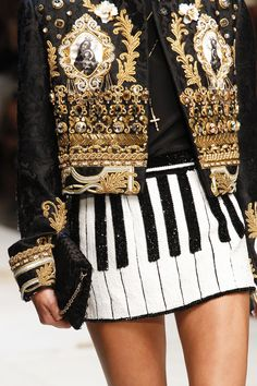 See detail photos for Dolce & Gabbana Spring 2017 Ready-to-Wear collection. Pinterest: KarinaCamerino