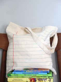 Ecobag em forma de folha de caderno. Lembranças para o dia dos professores