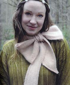 Stephanie Dosen's Woodland Knits: beautiful bow scarf  My next project for Fleur