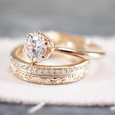 20 Classic Engagement Rings That Will Stand The Test Of Time Juwelen Schmuck in allen Wariationen Timeless Engagement Ring, Cushion Cut Engagement Ring, Rose Gold Engagement Ring, Vintage Engagement Rings, Oval Engagement, Engagement Bands, Wedding Rings Simple, Custom Wedding Rings, Wedding Rings Vintage