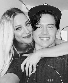 Perfect Couple - Lili Reinhart and Cole Sprouse, actors in Riverdale Riverdale Poster, Bughead Riverdale, Riverdale Funny, Riverdale Memes, Betty Cooper, Romeo Elvis, Riverdale Netflix, Riverdale Betty And Jughead, Cole M Sprouse