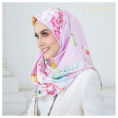 Okay mlm ni Anna belanje #hbroyalellépink @hanabellascarf pulak. Acane? Dah pilih warna untuk esok? 😘 . #ootd #hijab #hijabi #hanabella #hijablife #hijabistyle #annalovesyou #bossbabe #bawalraya #beautiful #teaser #trending #teammint #teampink #love #luxury #limited #launching