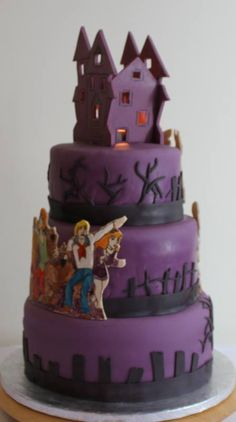 Scooby Doo Themed Birthday Cakethe Candles Illuminate The Windows Of The Spooky House Topper Scooby Doo Birthday Cake, Scooby Doo Cake, Themed Birthday Cakes, Birthday Crafts, 3rd Birthday, Birthday Ideas, Pretty Cakes, Beautiful Cakes, Amazing Cakes