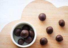 Dejlige runde chewy guldkarameller med et tykt lag chokolade what´s not to like - Som en hjemmelavet guldkaramel - se opskriften her