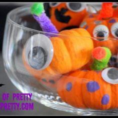 Mini Pumpkin Monsters (Kids Halloween Crafts}