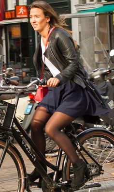 Pantyhose Fashion, Pantyhose Outfits, Nylons And Pantyhose, Fashion Tights, Tights Outfit, Bicycle Women, Bicycle Girl, Cycling Girls, Beautiful Japanese Girl