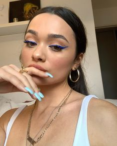 blue eyeliner 10 Ultimate Summer Makeup Trends That Are Hotter Than The Summer Days Makeup Eye Looks, Smokey Eye Makeup, Skin Makeup, Eyeshadow Makeup, Eyeshadow Palette, Blue Eyeliner Looks, Easy Makeup, Blue Eyeshadow, No Make Up Makeup