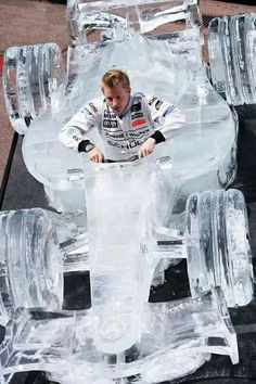 If it weren't for the separate Kimi board, this easily would be classified under the Suomi board! Iceman Kimi Räikkönen in an ice formula car Grand Prix, The Iceman, Carros Premium, Ice Art, Snow Sculptures, Snow Art, Snow And Ice, Car Makes, Le Mans